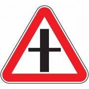 """дорожный знак 2.3.1 """"Пересечение со второстепенной дорогой"""""""