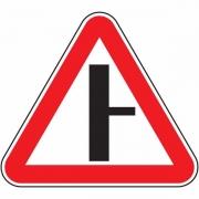 """дорожный знак 2.3.2 """"Примыкание второстепенной дороги"""""""