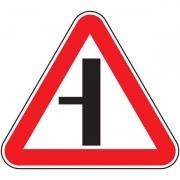 """дорожный знак 2.3.3 """"Примыкание второстепенной дороги"""""""