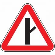 """дорожный знак 2.3.4 """"Примыкание второстепенной дороги"""""""